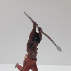 Figuras de Goma y PVC: GUERRERO INDIO CON LANZA . REALIZADO POR GAMA . ORIGINAL AÑOS 50 EN GOMA. Lote 224140620