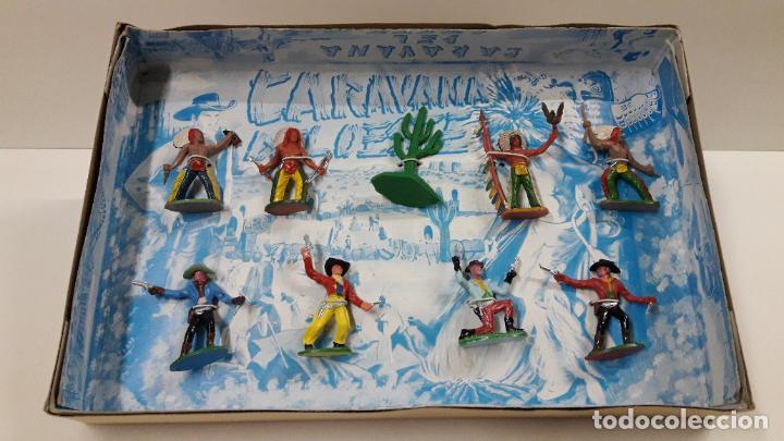 Figuras de Goma y PVC: CAJA DE INDIOS Y VAQUEROS - CARAVANA DEL OESTE . REALIZADA POR M. SOTORRES . ORIGINAL AÑOS 60 - Foto 2 - 224452793