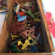 Figuras de Goma y PVC: LOTE DE 46 SOLDADITOS E INDIOS ANTIGUOS. Lote 224524460