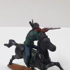 Figuras de Goma y PVC: GUERRERO INDIO A CABALLO . REALIZADO POR GAMA . ORIGINAL AÑOS 50 EN GOMA. Lote 224564477