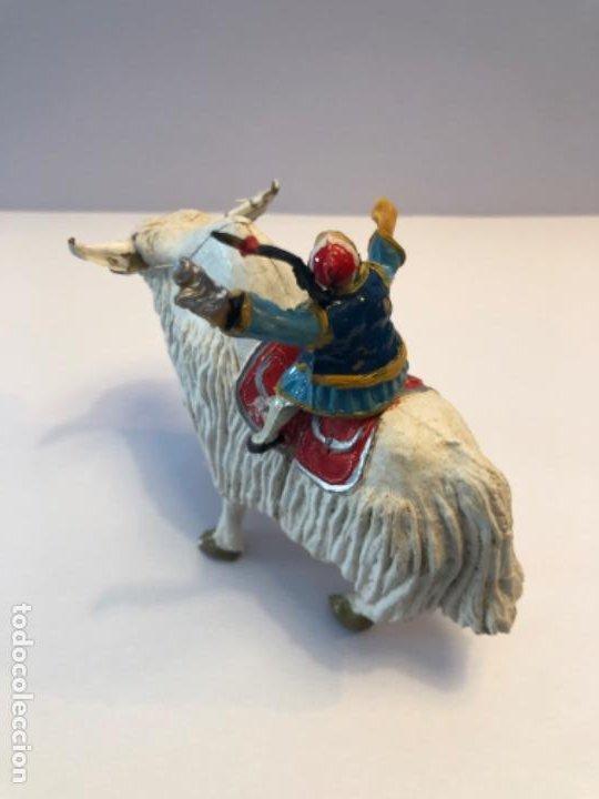 Figuras de Goma y PVC: Estereoplast Sing Li montado en Yak de la serie Cosaco Verde - Foto 2 - 224607415