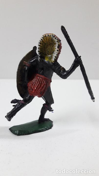 Figuras de Goma y PVC: GUERRERO AFRICANO NEGRO . REALIZADO POR TEIXIDO . SERIE SAFARI . ORIGINAL AÑOS 60 - Foto 2 - 224772368