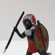Figuras de Goma y PVC: GUERRERO AFRICANO NEGRO . REALIZADO POR TEIXIDO . SERIE SAFARI . ORIGINAL AÑOS 60. Lote 224772368