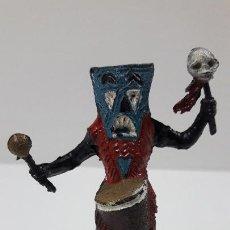 Figuras de Goma y PVC: BRUJO - HECHICERO AFRICANO NEGRO . REALIZADO POR TEIXIDO . SERIE SAFARI . ORIGINAL AÑOS 60. Lote 224772752