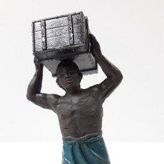 Figuras de Goma y PVC: PORTEADOR AFRICANO CON MERCANCIA . FIGURA REALIZADA POR JECSAN . SERIE SAFARI . ORIGINAL AÑOS 50. Lote 224812591