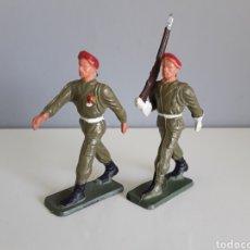 Figuras de Goma y PVC: PARACAIDISTAS, STARLUX FRANCE, AÑOS 70, COMPATIBLES CON SOLDADOS DE DESFILE DE REAMSA, PECH Y OTROS.. Lote 224888792