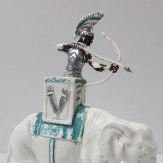 Figuras de Goma y PVC: GUERRERO CARTAGINES EN ELEFANTE . REALIZADO POR ROJAS Y MALARET . BATALLA DEL METAURO . AÑOS 60. Lote 224893812