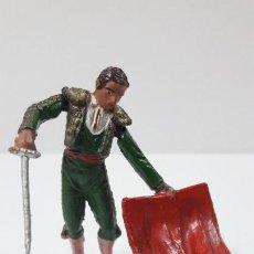 Figuras de Goma y PVC: TORERO TENTANDO AL TORO . REALIZADO POR TEIXIDO . ORIGINAL AÑOS 50 EN GOMA. Lote 225033775