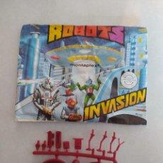 Figuras de Goma y PVC: SOBRE VACÍO MONTAPLEX ROBOTS INVASIÓN + COLADA DE OVNI. Lote 225315327