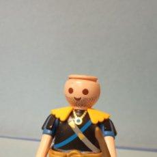 Figuras de Goma y PVC: MUÑECO PLAYMOBIL. MEDIDAS 7*3 CM.. Lote 227190215