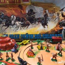 Figuras de Goma y PVC: MINI OESTE DE COMANSI. EL GRAN CAÑÓN DEL COLORADO. EN SU CAJA ORIGINAL. CON 18 FIGURAS CARRETAS. Lote 227218630