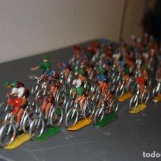 Figurines en Caoutchouc et PVC: GRAN LOTE, 60 CICLISTAS SOTORRES, TOUR DE FRANCIA, VUELTA A ESPAÑA, AÑOS 60-70.. Lote 227575485