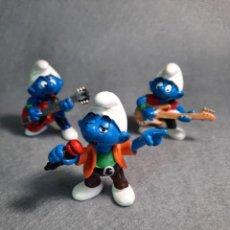 Figuras de Goma y PVC: PITUFOS - GRUPO DE MUSICA - VOCAL Y GUITARRISTA - PEYO - SCHLEICH. Lote 227589105