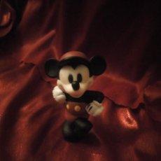 Figuras de Goma y PVC: FIGURA MICKEY MOUSE JUGADOR DE CRICKET DISNEY CHINA.. Lote 227613870