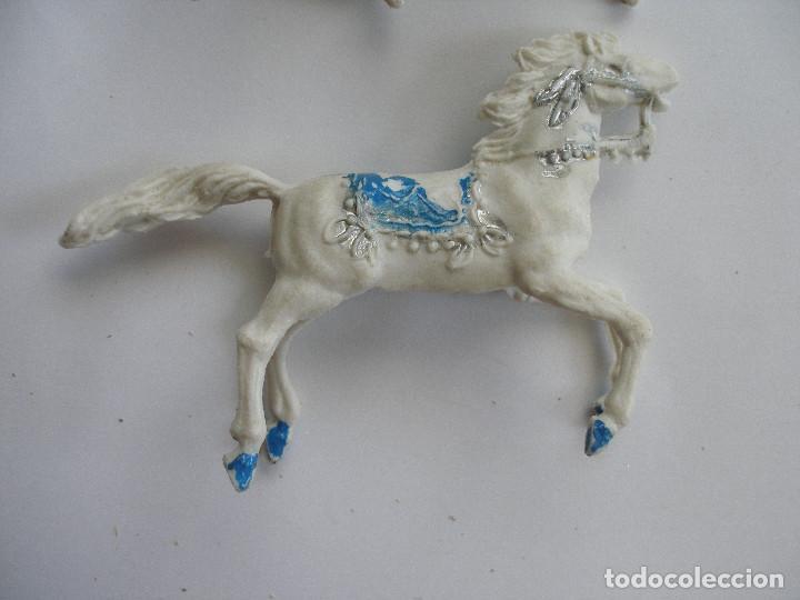 Figuras de Goma y PVC: Dos caballos plástico años 60 - Foto 5 - 208991591