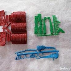Figuras de Goma y PVC: MONTAPLEX-MONTAPLEX- LOTE MINI HANGARES +AVION STUKER Y HELICOPTERO-AÑOS 70-80. Lote 227673780