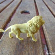 Figuras de Goma y PVC: FIGURA DE LA COLECCIÓN DE ANIMALES SALVAJES DE PERSAN LEON AMARILLO. Lote 228089275