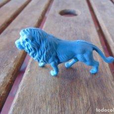 Figuras de Goma y PVC: FIGURA DE LA COLECCIÓN DE ANIMALES SALVAJES DE PERSAN LEON AZUL. Lote 228089310