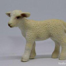 Figuras de Goma y PVC: ANIMALES DOMÉSTICOS DE GRANJA SCHLEICH 13285 CORDERO OVEJA. Lote 228456130