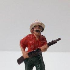 Figuras de Goma y PVC: EXPLORADOR - CAZADOR . REALIZADO POR TEIXIDO . SERIE SAFARI . ORIGINAL AÑOS 60. Lote 228573445