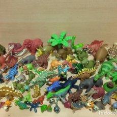 Figuras de Goma y PVC: LOTE DE 70 FIGURAS DE DINOSAURIOS DE PVC PLASTICO. Lote 228742975