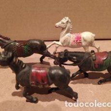 Figuras de Goma y PVC: LOTE CUATRO CABALLOS GOMA COWBOYS VAQUEROS INDIOS AÑOS 50 GAMA REAMSA JECSAN. Lote 229114530
