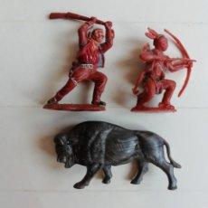 Figuras de Goma y PVC: LOTE DE VAQUERO INDIO Y BISONTE/BUFALO TAMAÑO REAMSA PEQUEÑOS BRITAINS HERALD AÑOS 60/70. PTOY. Lote 213168691