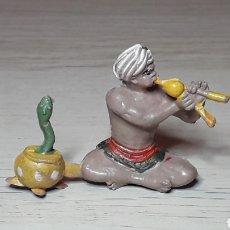 Figuras de Goma y PVC: ENCANTADOR DE SERPIENTES CIRCO, FABRICADO EN GOMA, JECSAN MADE IN SPAIN, ORIGINAL AÑOS 50.. Lote 258217115