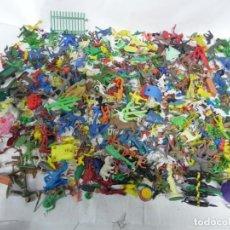 Figuras de Goma y PVC: GRANDISIMO LOTE DE FIGURAS DE PLASTICO, INDIOS, VAQUEROS, CARRETAS, TIBURON PARECE ESTEREOPLAST, TOD. Lote 230495895