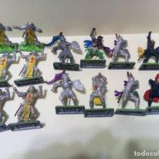 Figuras de Goma y PVC: LOTE DE CABALLEROS, CRUZADOS Y SARRACENOS BRITAINS DEETAIL LTD 1971-MEDIEVAL. Lote 231252615