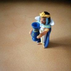 Figuras Kinder: MUÑECO FIGURA KINDER ASTERIX Y OBELIX CLEOPATRA. Lote 231701380