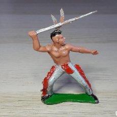 Figuras de Goma y PVC: FIGURA INDIO HURÓN IROQUOIS, FABRICADO EN PLÁSTICO, SOTORRES SPAIN, ORIGINAL AÑOS 60.. Lote 231769135