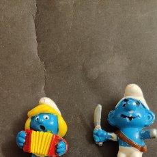 Figuras de Goma y PVC: PITUFOS PIRATAS Y PITUFINA CON ACORDEÓN. Lote 232372865