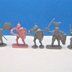 Figuras de Goma y PVC: LOTE DE ANTIGUAS FIGURAS MEDIEVALES EN PLÁSTICO. PIPERO. AÑOS 70.. Lote 232519865
