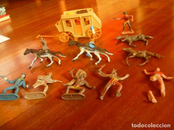 Figuras de Goma y PVC: LOTE INDIOS, CABALLOS Y VAQUEROS MAS CARAVANA DEL OESTE - Foto 2 - 233417205