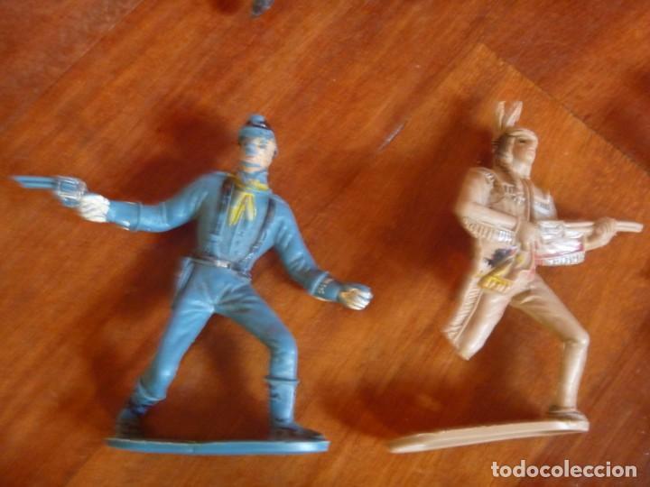 Figuras de Goma y PVC: LOTE INDIOS, CABALLOS Y VAQUEROS MAS CARAVANA DEL OESTE - Foto 3 - 233417205
