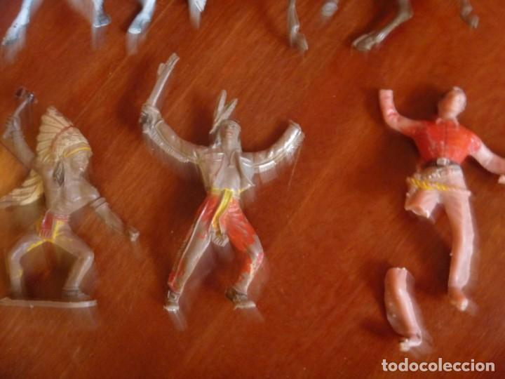 Figuras de Goma y PVC: LOTE INDIOS, CABALLOS Y VAQUEROS MAS CARAVANA DEL OESTE - Foto 4 - 233417205