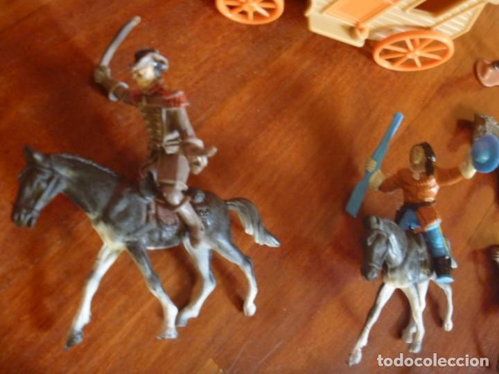 Figuras de Goma y PVC: LOTE INDIOS, CABALLOS Y VAQUEROS MAS CARAVANA DEL OESTE - Foto 5 - 233417205