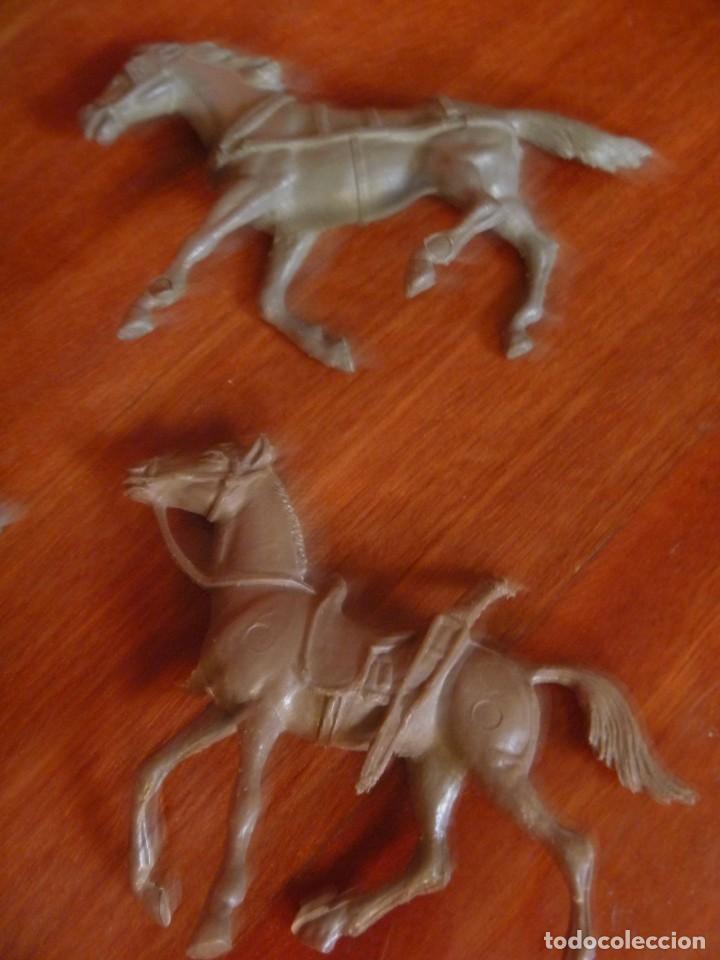 Figuras de Goma y PVC: LOTE INDIOS, CABALLOS Y VAQUEROS MAS CARAVANA DEL OESTE - Foto 6 - 233417205
