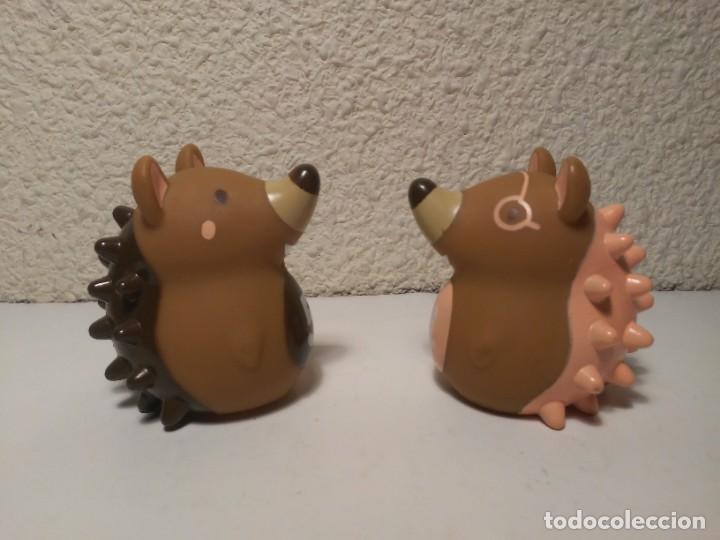 Figuras de Goma y PVC: Pareja de erizos con número 4 y 5 muñecos animales de plástico - Foto 2 - 233868570