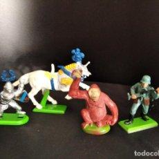 Figuras de Goma y PVC: LOTE DE 4 FIGURAS DE METAL - CABALLEROS, SOLDADO Y MONO- BRITAINS AÑOS 70.. Lote 234321160