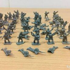 Figuras de Borracha e PVC: LOTE DE 69 SOLDADITOS INGLESES - COMANDOS BRITÁNICOS DEL DESIERTO - II G. MUNDIAL - MONTAPLEX Nº 104. Lote 234559535