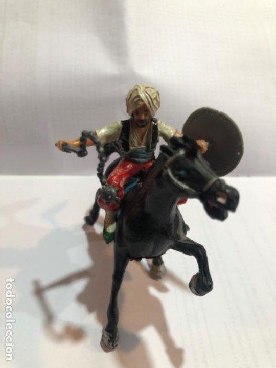 ESTEREOPLAST SERIE COSACO KURDO MONTADO A CABALLO CON SUS ARMAS ORIGINALES ESCUDO Y CACHIPORRA PINTU (Juguetes - Figuras de Goma y Pvc - Estereoplast)