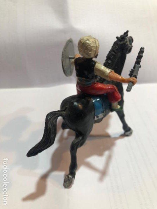 Figuras de Goma y PVC: Estereoplast Serie cosaco Kurdo montado a caballo con sus armas originales escudo y cachiporra Pintu - Foto 2 - 234923755