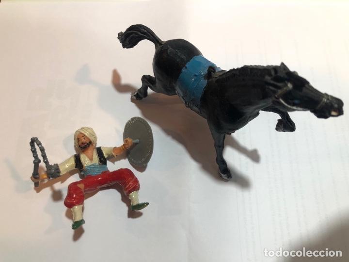 Figuras de Goma y PVC: Estereoplast Serie cosaco Kurdo montado a caballo con sus armas originales escudo y cachiporra Pintu - Foto 3 - 234923755