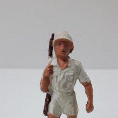 Figuras de Goma y PVC: EXPLORADOR - CAZADOR . REALIZADO POR GAMA . ORIGINAL AÑOS 50 EN GOMA. Lote 235132805
