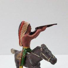 Figuras de Goma y PVC: GUERRERO INDIO A CABALLO . REALIZADO POR ALCA - CAPELL . ORIGINAL AÑOS 50 EN GOMA. Lote 235262705