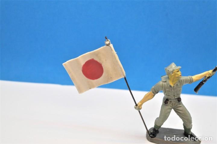 Figuras de Goma y PVC: Antigua Figura en Plástico. Soldado Japonés con la Bandera Original. Pech Hermanos. FIGURA DIFICIL - Foto 3 - 235416755