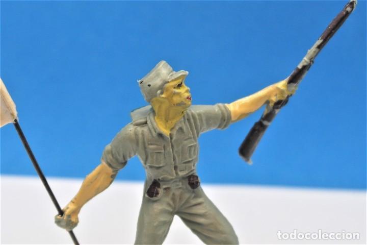 Figuras de Goma y PVC: Antigua Figura en Plástico. Soldado Japonés con la Bandera Original. Pech Hermanos. FIGURA DIFICIL - Foto 5 - 235416755