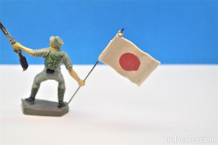 Figuras de Goma y PVC: Antigua Figura en Plástico. Soldado Japonés con la Bandera Original. Pech Hermanos. FIGURA DIFICIL - Foto 6 - 235416755